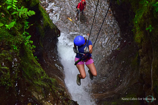 Canyoning with Pure Trek in Costa Rica / Inusualia
